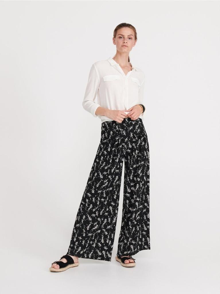 Reserved plisowane spodnie szwedy palazzo w kwiaty