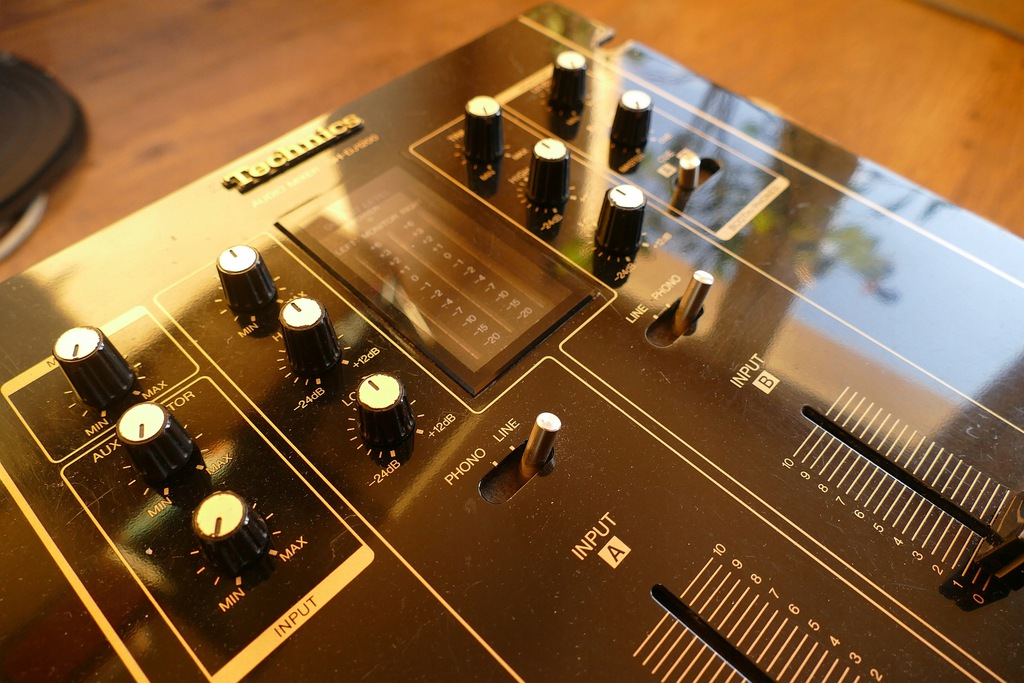Mikser Technics SH-DJ1200 pudło fadery cross