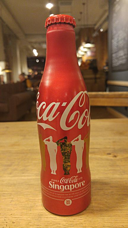 Limitowana Coca-Cola Singapur wojsko żołnierze ALU