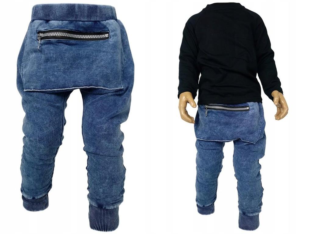 Niebieskie spodnie a`la jeans czarna bluzka 86