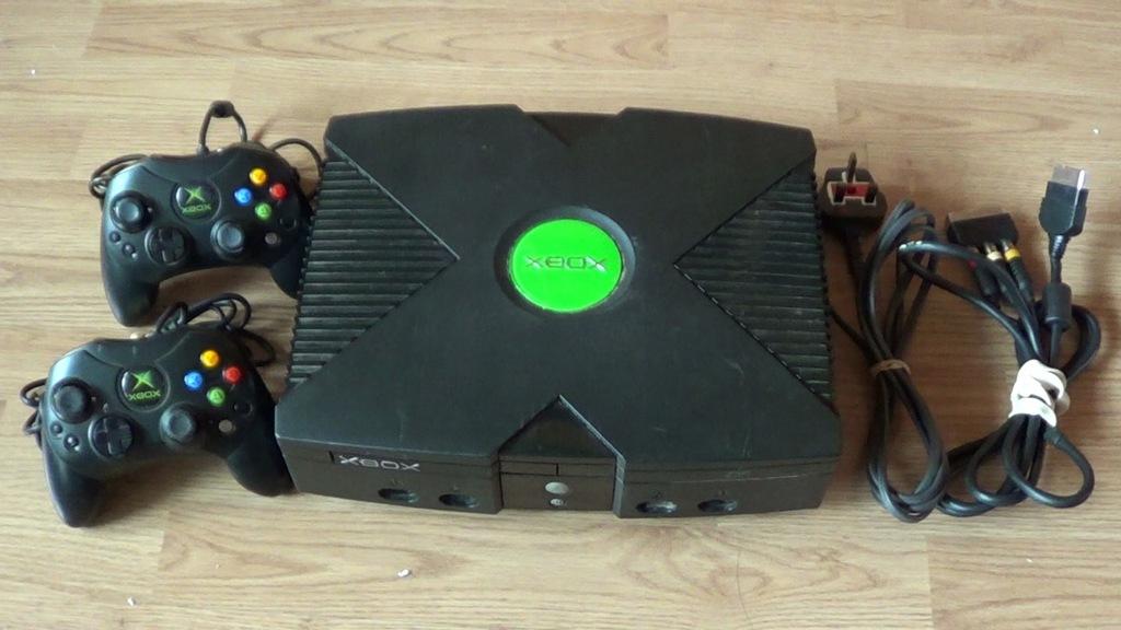 Xbox Classic +2 pady +kabel video +kabel zasilania