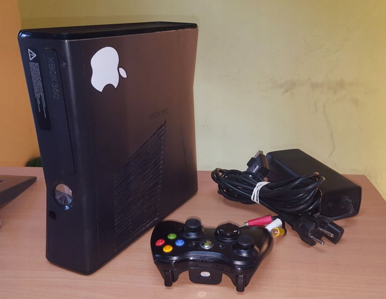 KONSOLA XBOX 360 250 GB + PAD OKABLOWANIE