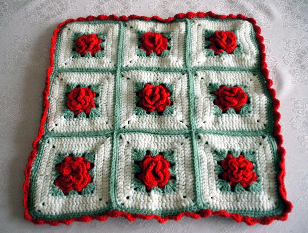 Poszewka dekoracyjna ręcznie wykonana 9 róż