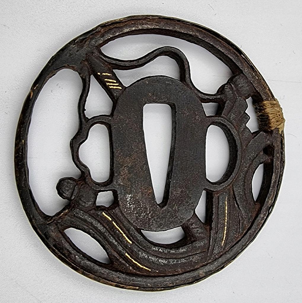 Japonia tsuba sygnowana XVI w. żelazo + złoto