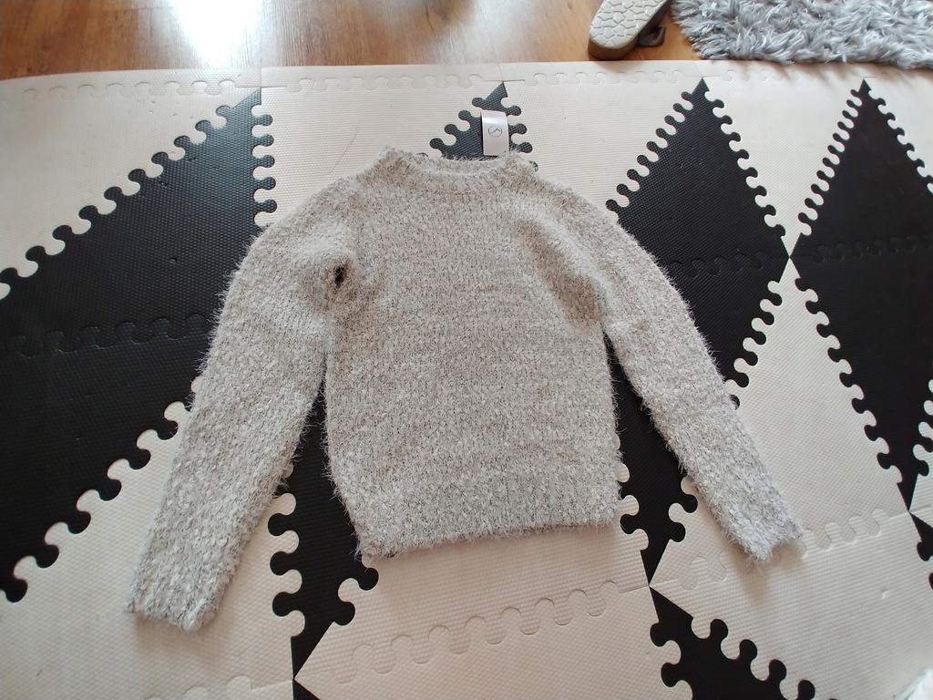Ciepły sweterek szary włochaty srebrny 128-134cm n