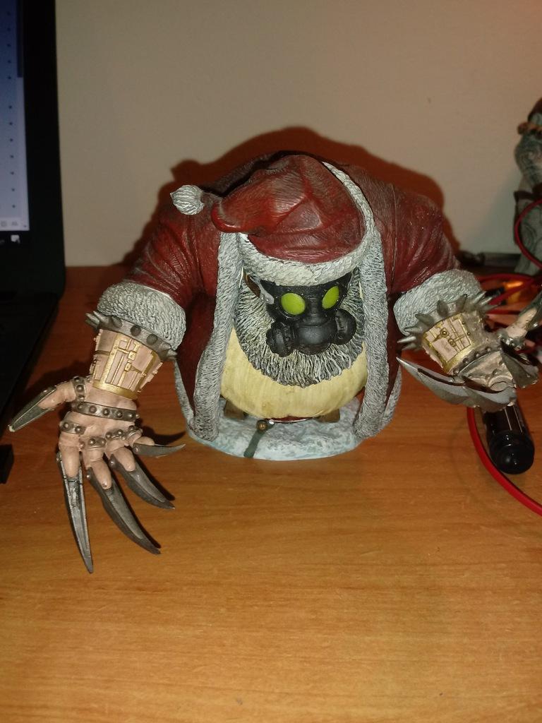 Figurka Twisted X-Mas Santa Claus