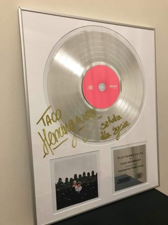 Platynowa płyta Taco Hemingway z autografem