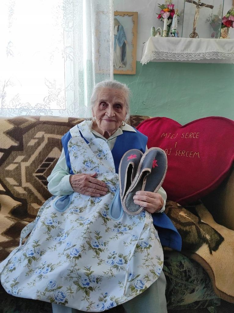 96-letnia Pani Janina - fartuszek i kapcie