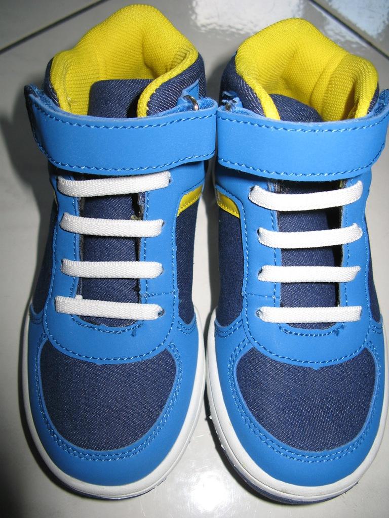 F&F niebieskie obuwie trampki chłopięce r.28