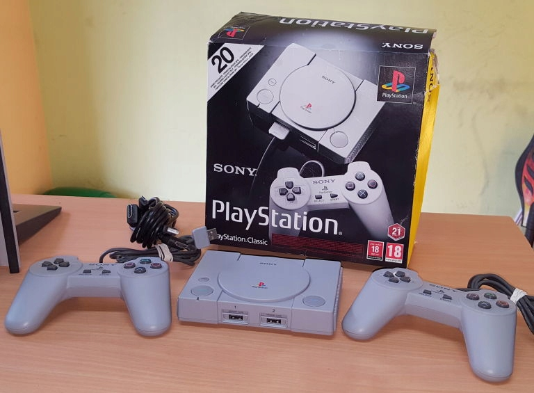KONSOLA PLAYSTATION CLASSIC SCPH-1000R 2X PAD PUD