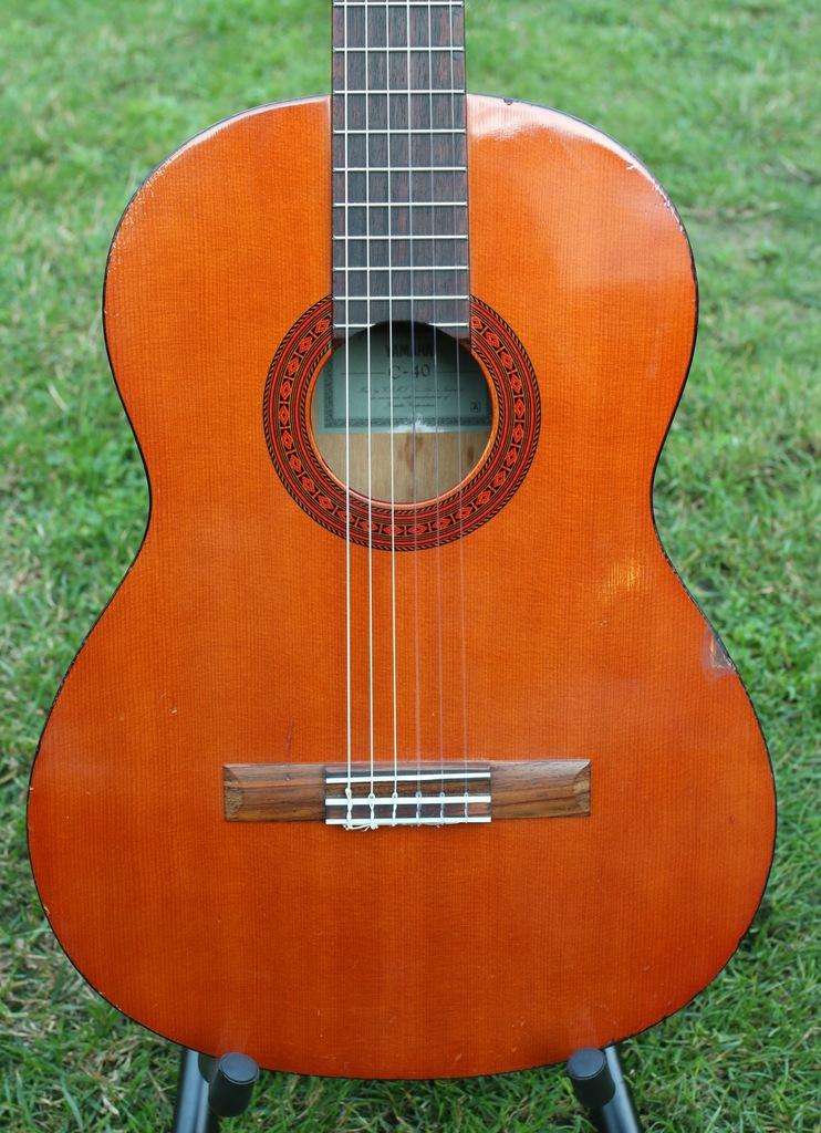 Gitara klasyczna YAMAHA C-40 4/4 + nowe struny