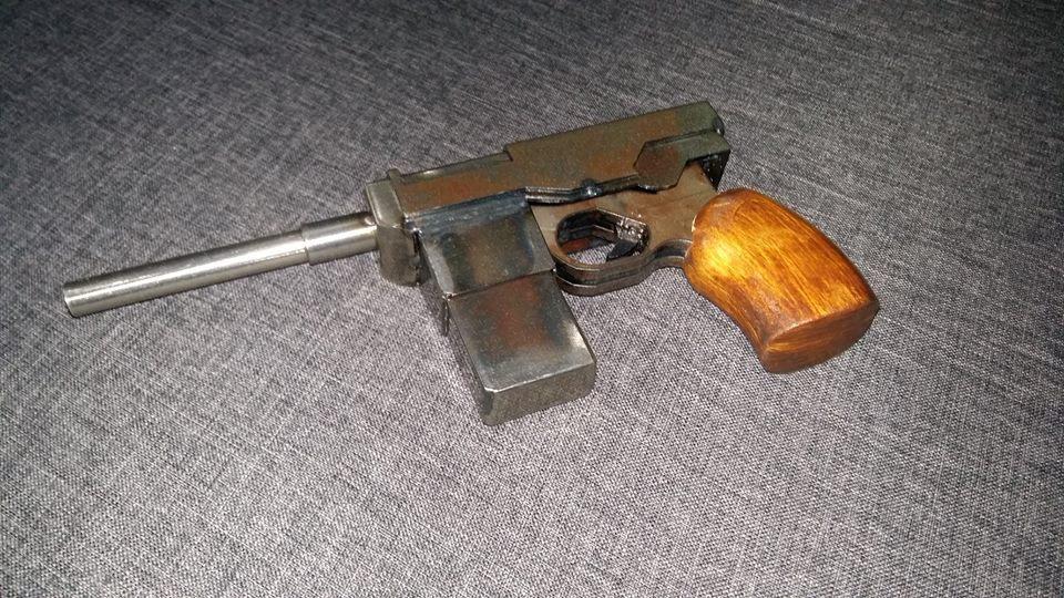 "Replika pistoletu ""Solo"" z Uniwersum Kompleks 7215"