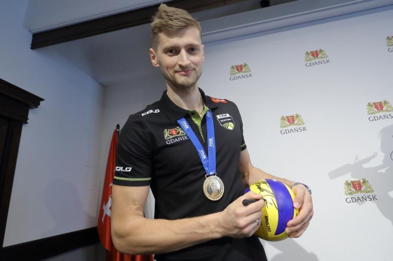 Piłka z aut. mistrza świata- Piotra Nowakowskiego