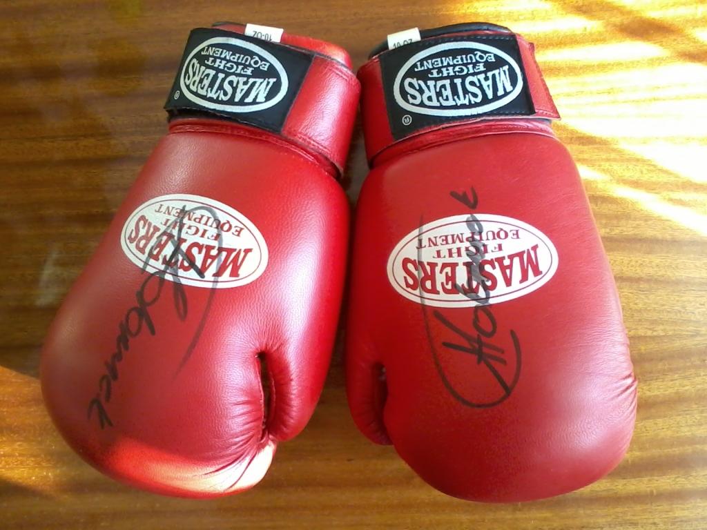 Rękawice bokserskie z autografem Tomasza Adamka