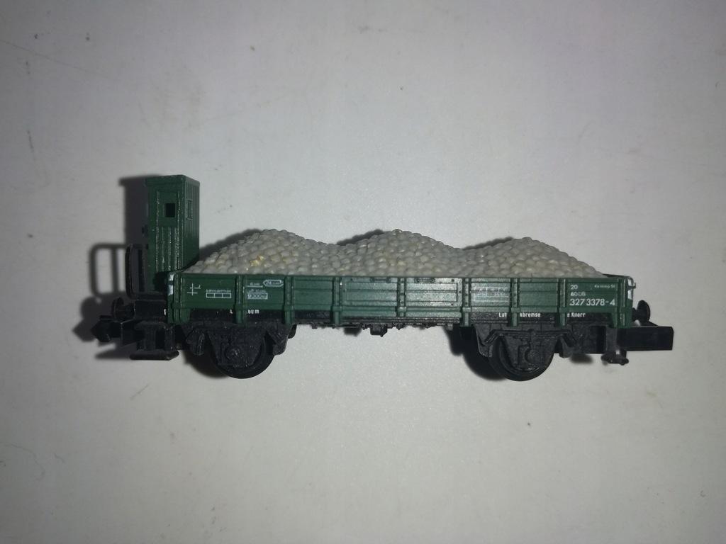 Wagon platforma z ładunkiem i budką Arnold N 1:160