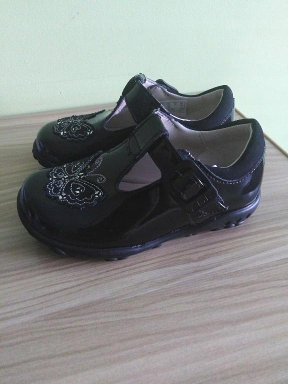 Clarks czarne, świecące buty dziec. r. 21