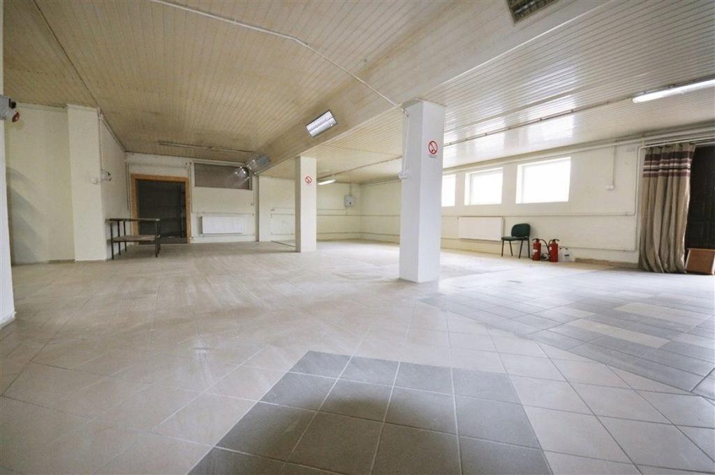 Magazyny i hale, Sieradz (gm.), 255 m²