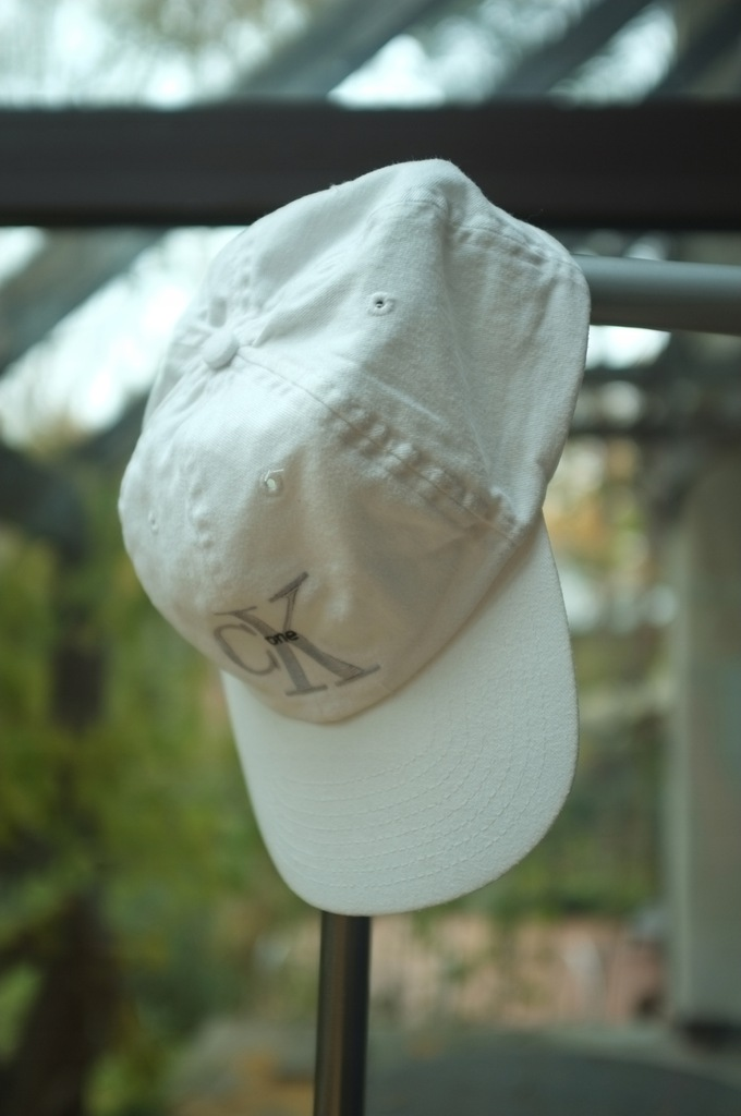 biała bejsbolówka CK One Calvin Klein czapka hit