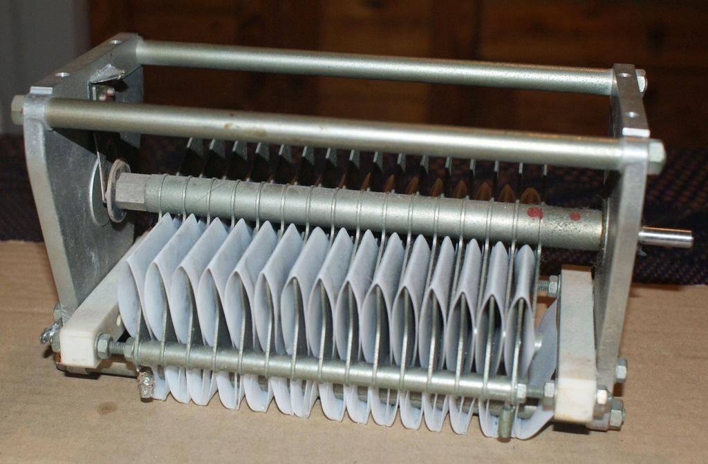 Kondensator zmienny wysokiego napięcia 250 pF