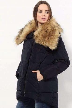 asymetryczna pikowana kurtka z obszyciem na kapturze w