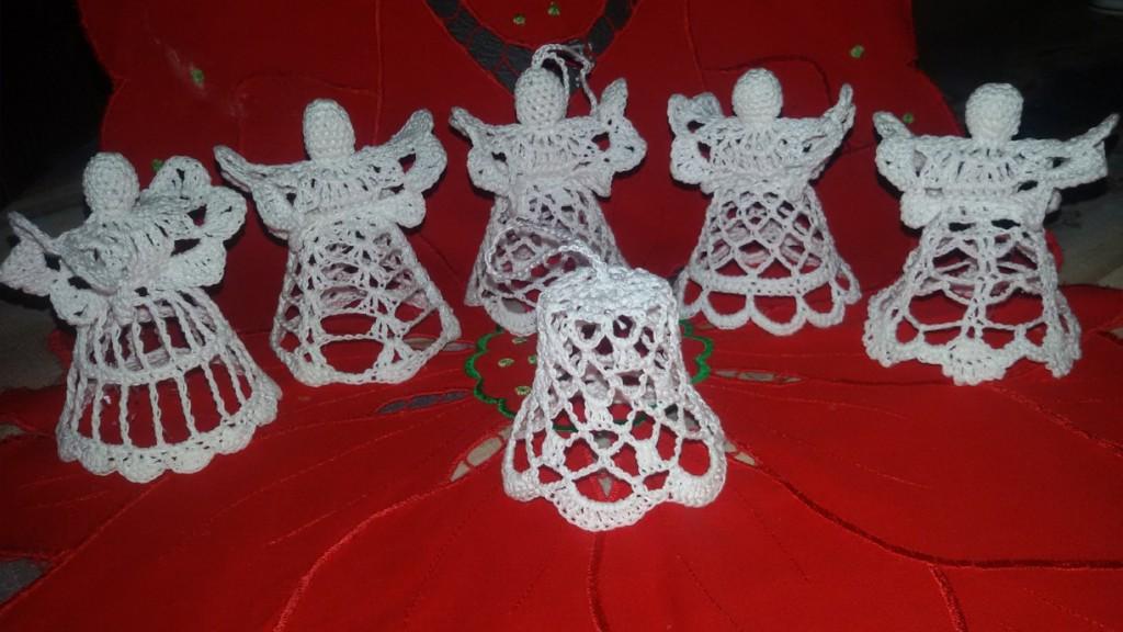 Trzy dzwoneczki szydełkowe
