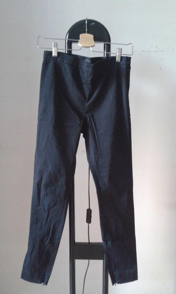 COS czarne spodnie rurki bawełna + elastan r. 36