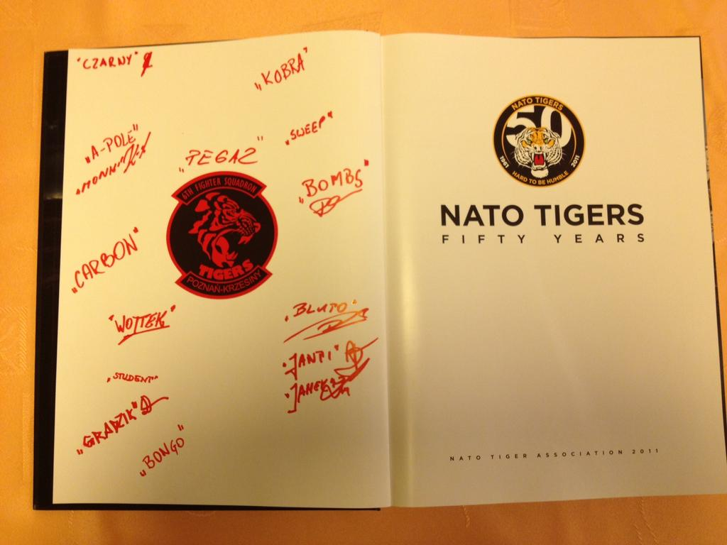 """6 el., Album pamiątkowy """"NATO TIGERS FIFTY YEARS"""""""