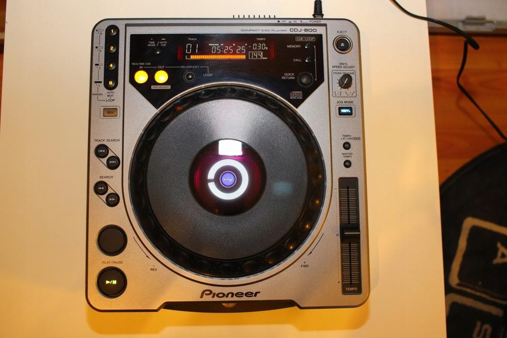 Odtwarzacz CD Pioneer CDJ 800