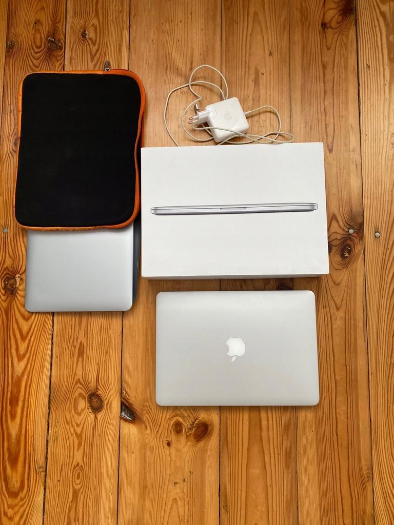 Apple MacBook Pro 13 Retina 13 i5 8 GB / 256 GB