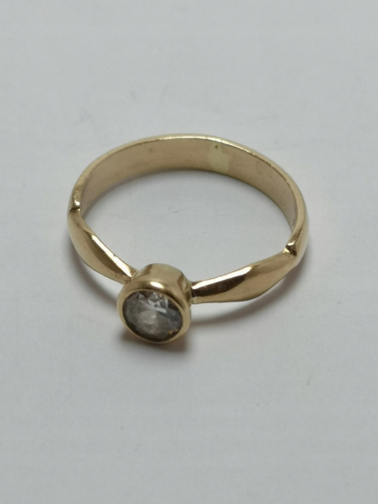 Złoty pierścionek p.585 1,8g r.9