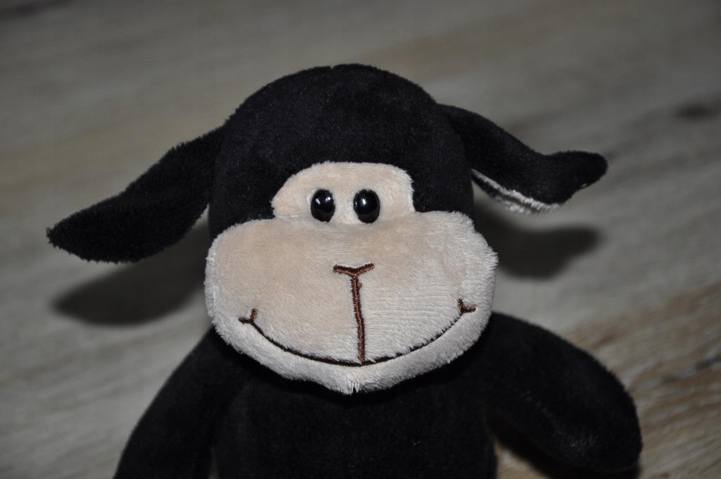 pluszak maskotka czarna owca owieczka od KINDER