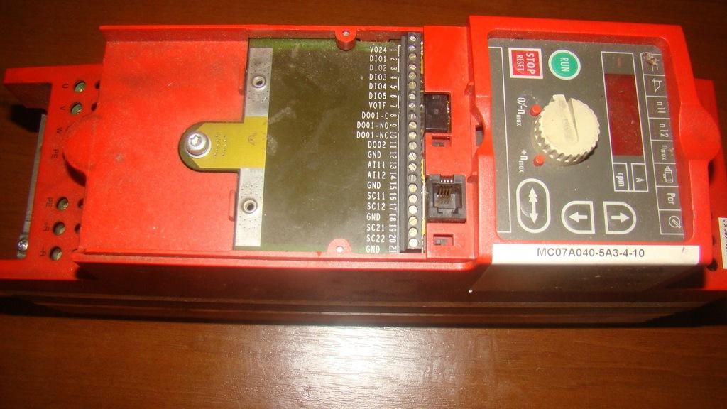 falownik MC07A040-5A3-4-10