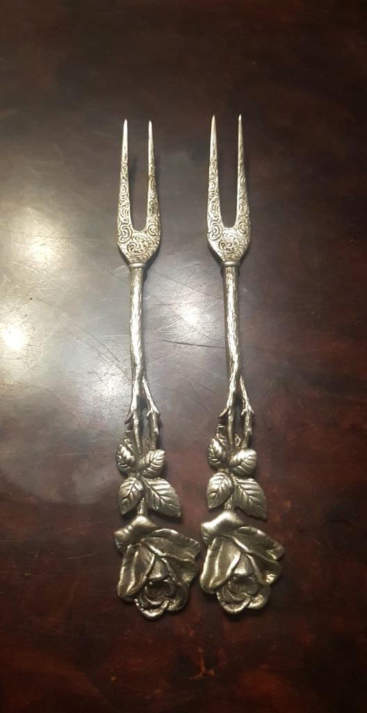 2 piekne stare srebrne widelce pr.800