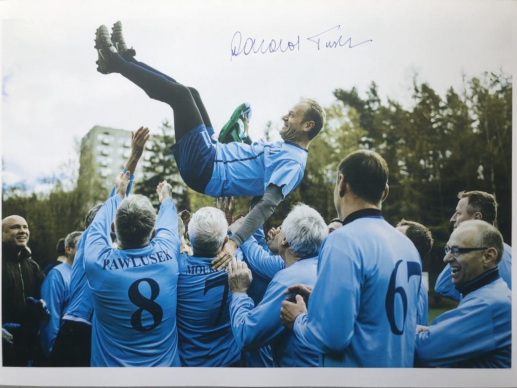 Zdjęcie Donalda Tuska z autografem - Wolne Media