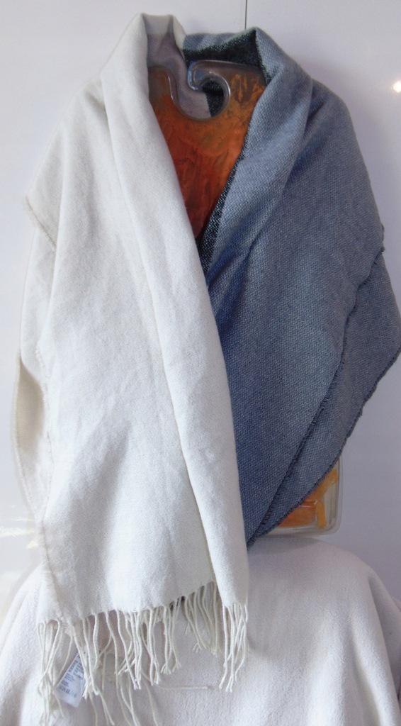 H&M. Czterokolorowy miękki szal 180cm