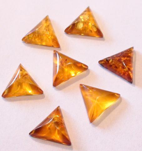 kaboszon bursztyn trójkąt 11 x 11 mm - 1 szt