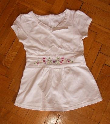 ~~ śliczna biała bluzeczka ~~ r. 104 ~~
