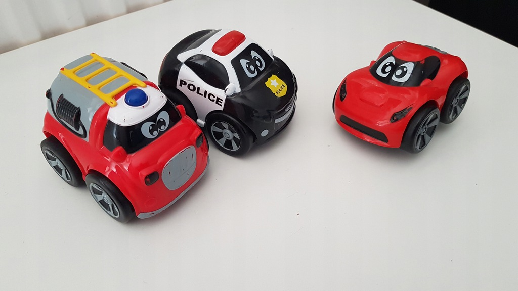 3 turbo pojazdy Chicco straż pożarna policja