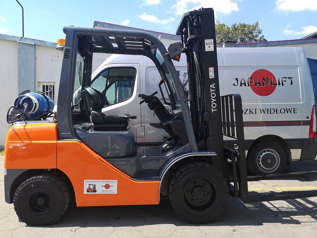 Wózek widłowy TOYOTA 8FGF30 3000 kg, LPG, Leasing