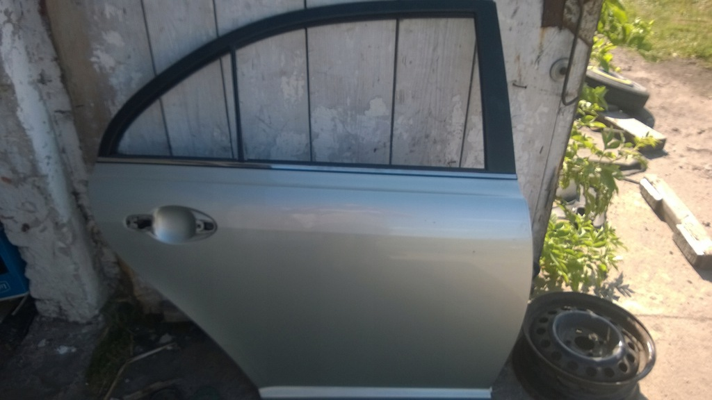 Drzwi prawy tył Toyota Avensis T25 lift 1C0