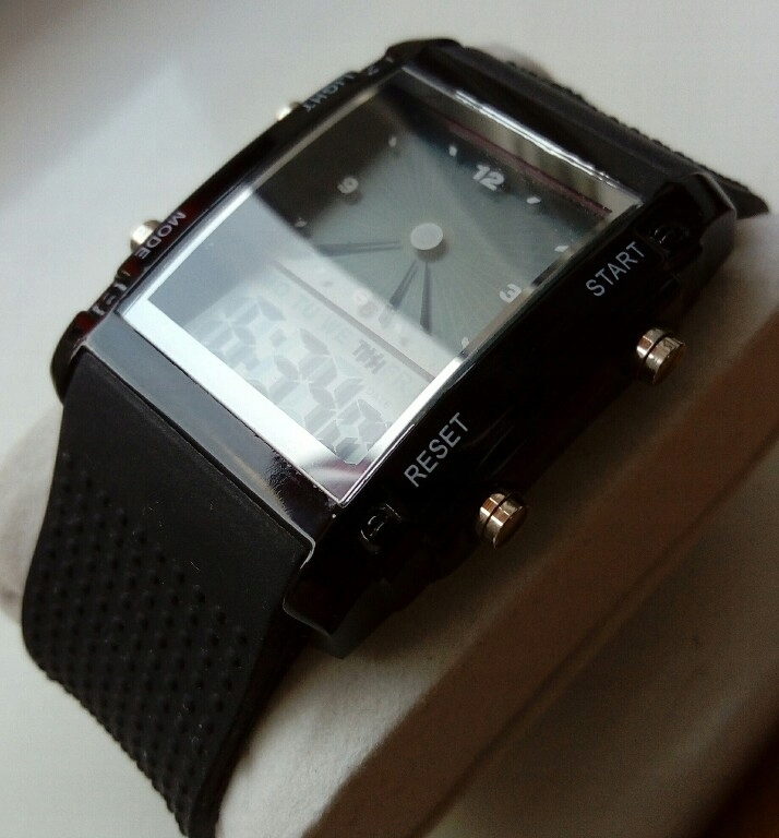 Zegarek elektroniczny podswietlany