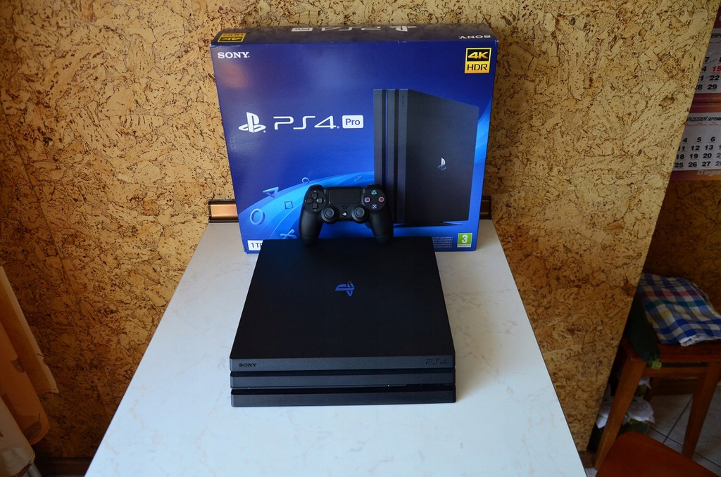 Sony Playstation 4 Pro CUH-7216B - stan idealny