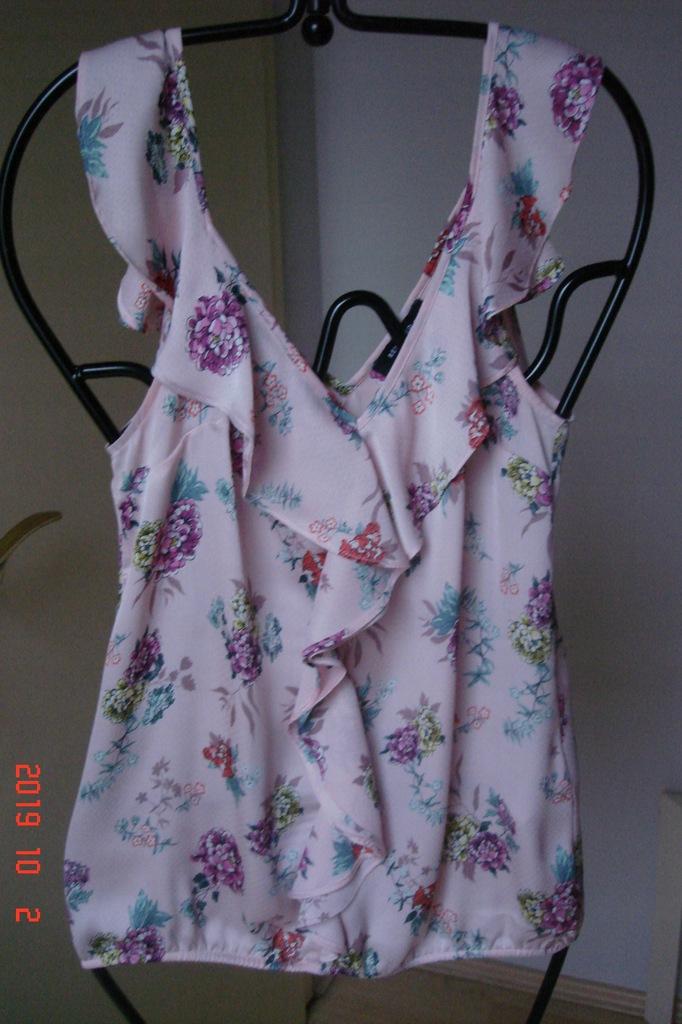 Reserved- bluzka w kwiaty z falbanką, 38.
