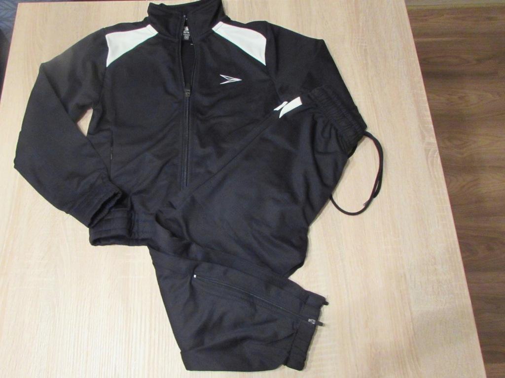 Nowy dres czarny z białymi dodatkami rozmiar 116