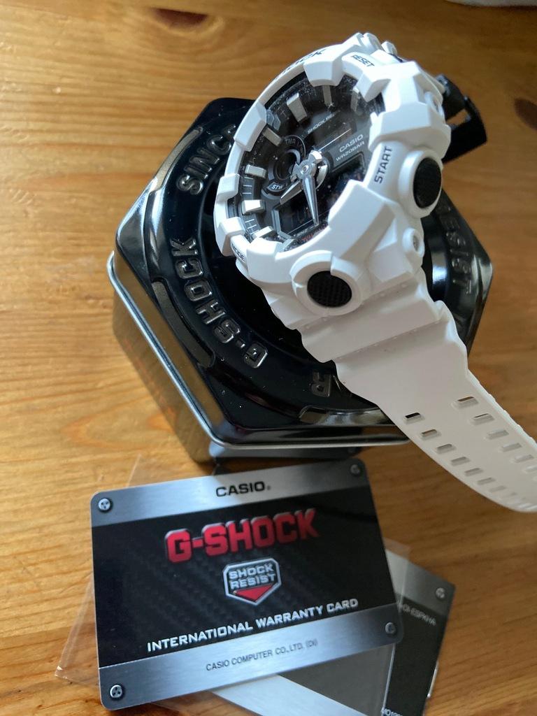 Casio G-SHOCK GA-700-7A - Biały