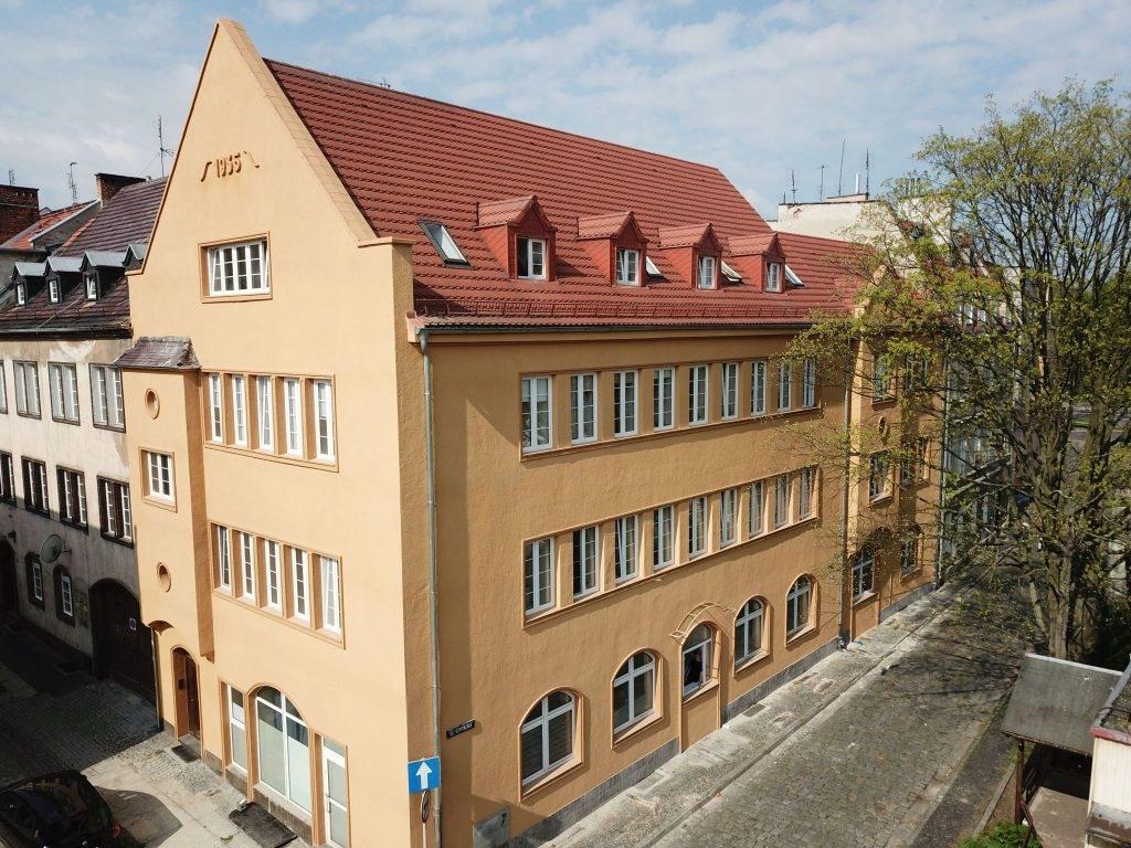 Kamienica, Brzeg, Brzeski (pow.), 537 m²