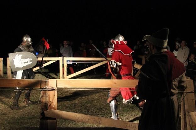 Załóż zbroję i walcz w pojedynku rycerskim