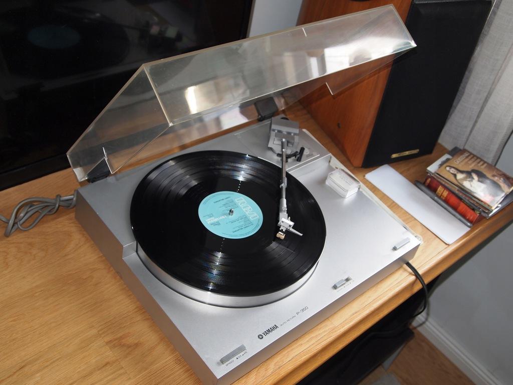 Audiofilski gramofon Yamaha P-350