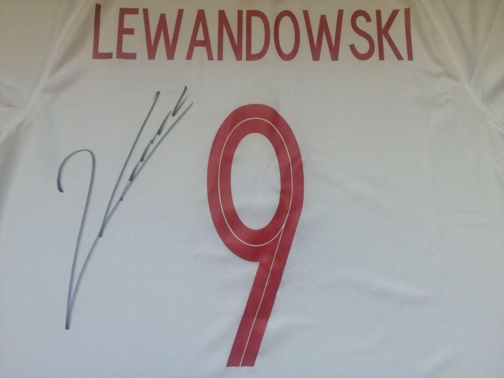 Robert Lewandowski - koszulka z autografem