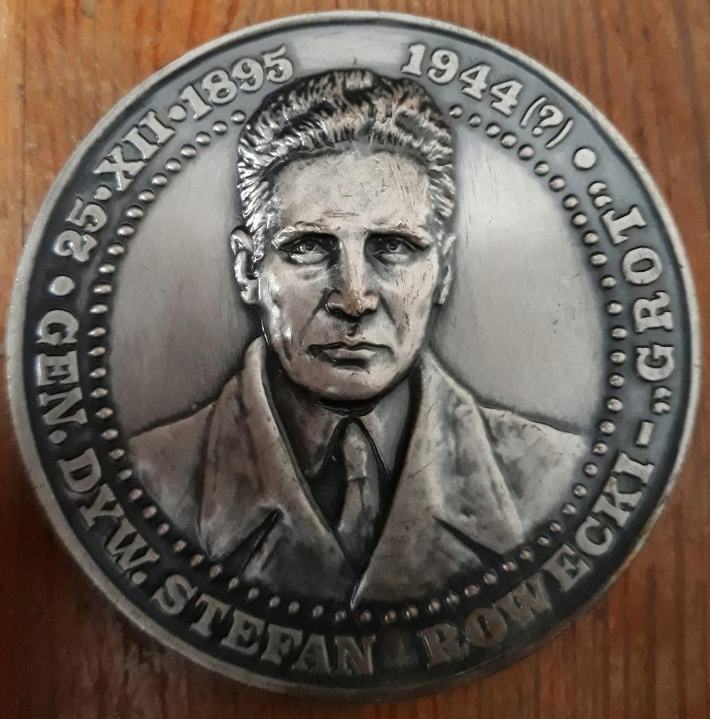Medal z generałem Grotem i krzyżem AK